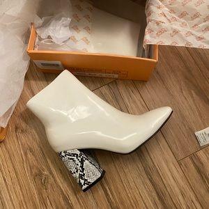 NWT Snake white booties